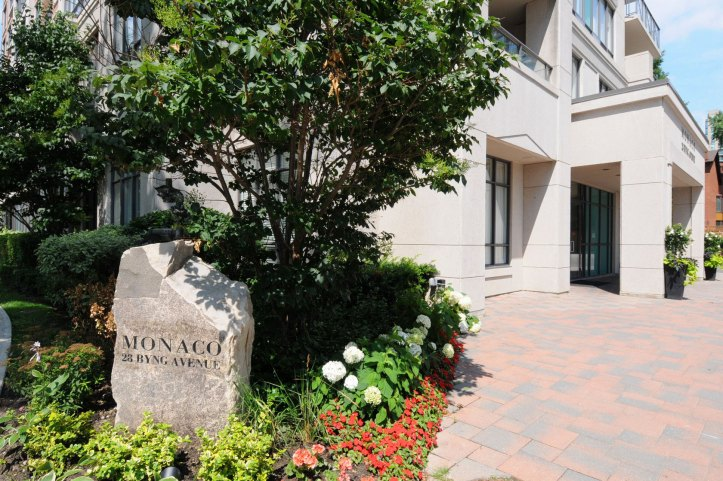 Well Landscaped Complex with Great Corp Management