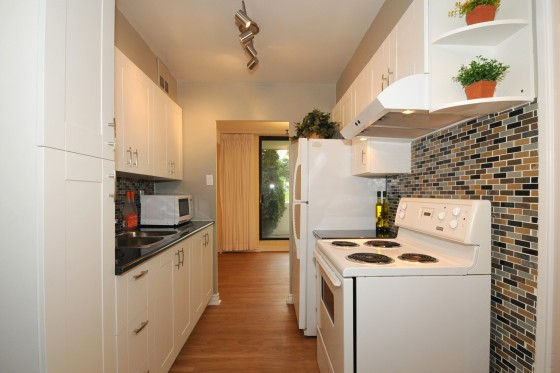 Stunning Modern Kitchen with Glass Tile Backsplash